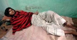 শিকলে বাঁধা চাঁপাইনবাবগঞ্জের আবিরের জীবন