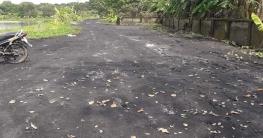 চাঁপাইনববাবগঞ্জে পরিত্যক্ত ছাই দিয়ে রাস্তা নির্মাণ