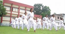 চাঁপাইয়ে ধর্ষণ ও নারী নির্যাতন ঠেকাতে আত্মরক্ষামূলক প্রশিক্ষণ
