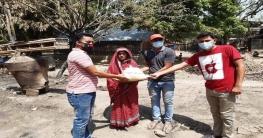 চাঁপাইনবাবগঞ্জে দুস্থদের মাঝে ছাত্রলীগের খাবার বিতরণ