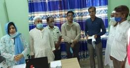 শিবগঞ্জে আলট্রাহাইডেনসিটি বাগান তৈরি   আমচাষীকে চেক প্রদান