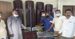 শিবগঞ্জে শিক্ষাপ্রতিষ্ঠান ও টিকা কেন্দ্রে চেয়ার-টেবিল প্রদান