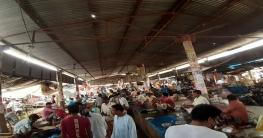 চাঁপাইনবাবগঞ্জে সামাজিক দূরত্ব মানছে না মানুষ