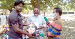 শিবগঞ্জে শ্রমজীবীদের মাঝে নিত্যপ্রয়োজনীয় খাদ্যসামগ্রী প্রদান