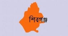 শিবগঞ্জে দাইপুখুরিয়ায় চা-বিক্রেতা-ভ্যানচালকদের মাঝে অর্থ বিতরণ