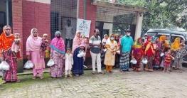 ভোলাহাট উপজেলায় শিশু খাদ্য বিতরণ