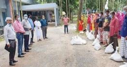ভোলাহাটে সমবায় দপ্তরের উদ্যোগে শিশু খাদ্য বিতরণ