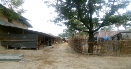 নাচোলে সরকারি রাস্তা বন্ধ করায় দুর্ভোগে গ্রামবাসী